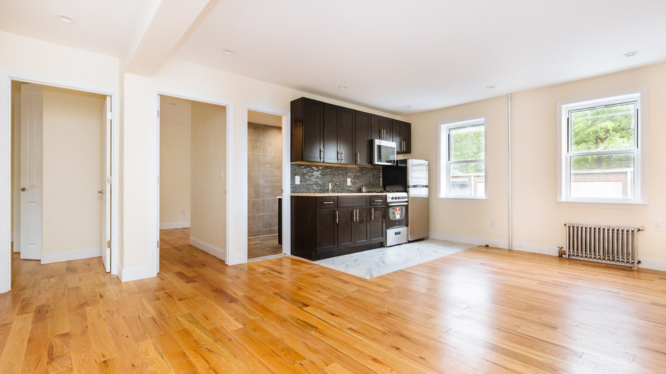 A $2,999.00, 3 bed / 1 bathroom apartment in PLG: Prospect Lefferts Gardens