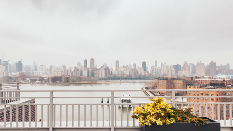 A $1,996.00, 0 bed / 1 bathroom apartment in Astoria