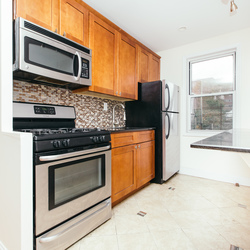 A $2,500.00, 3 bed / 1 bathroom apartment in PLG: Prospect Lefferts Gardens