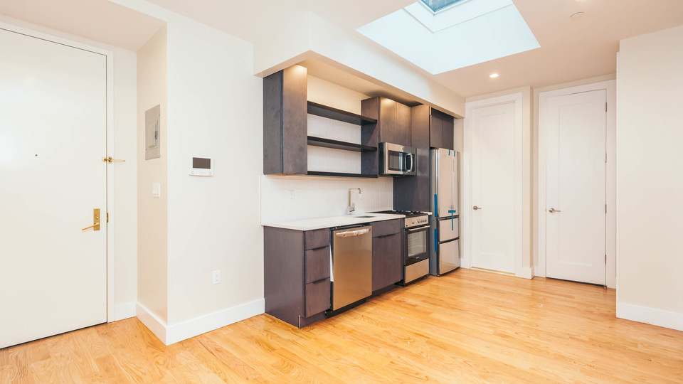 A $2,933.00, 3 bed / 1.5 bathroom apartment in Williamsburg