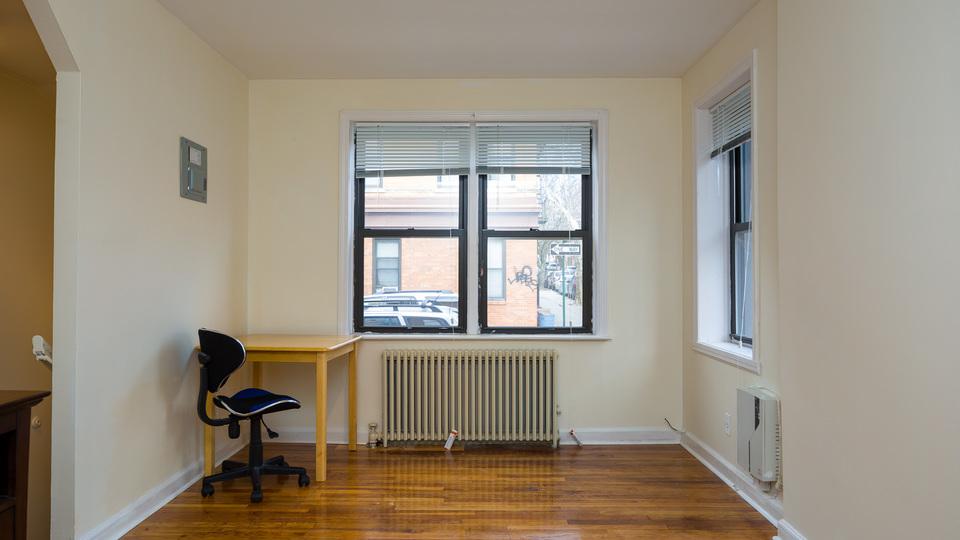 A $1,265.00, 0.5 bed / 1 bathroom apartment in Ridgewood