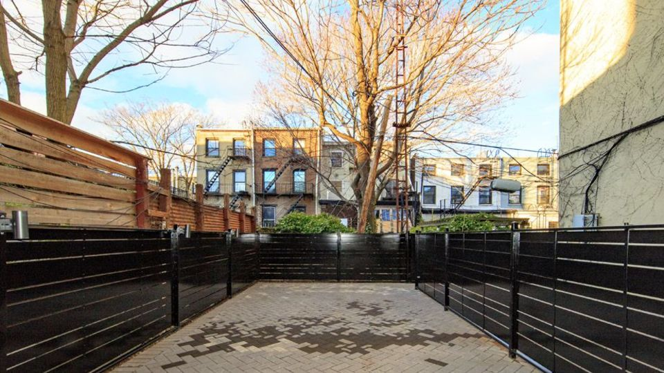 A $4,300.00, 4 bed / 2 bathroom apartment in Carroll Gardens