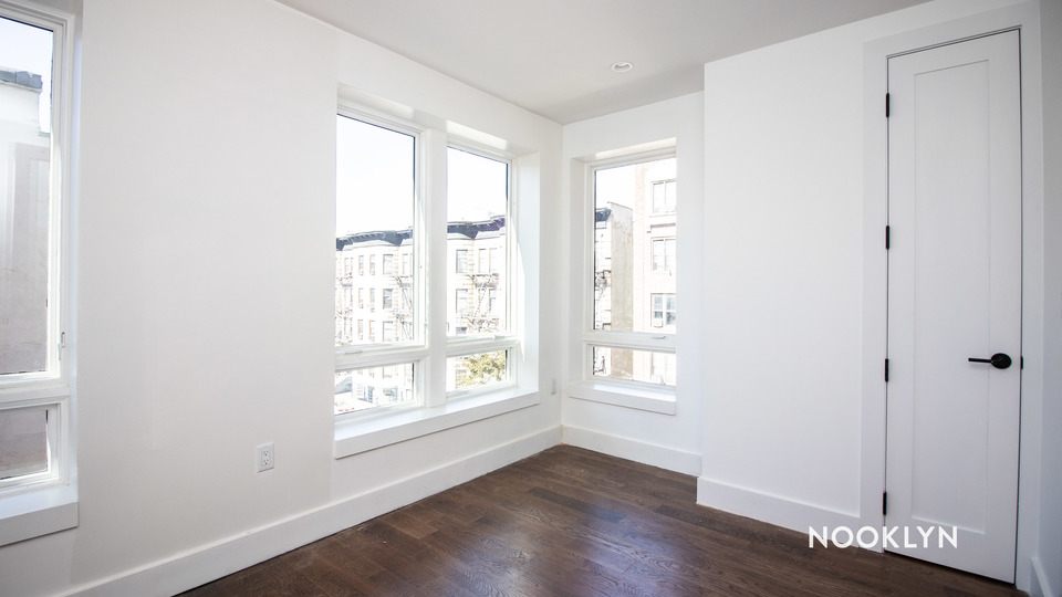 A $2,429.00, 3 bed / 1 bathroom apartment in Bushwick