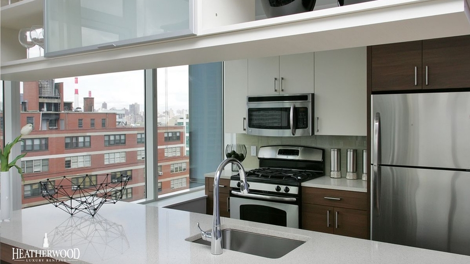 A $4,696.00, 2 bed / 2 bathroom apartment in Long Island City