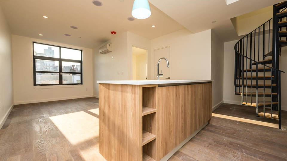 A $4,500.00, 3 bed / 1 bathroom apartment in Greenpoint