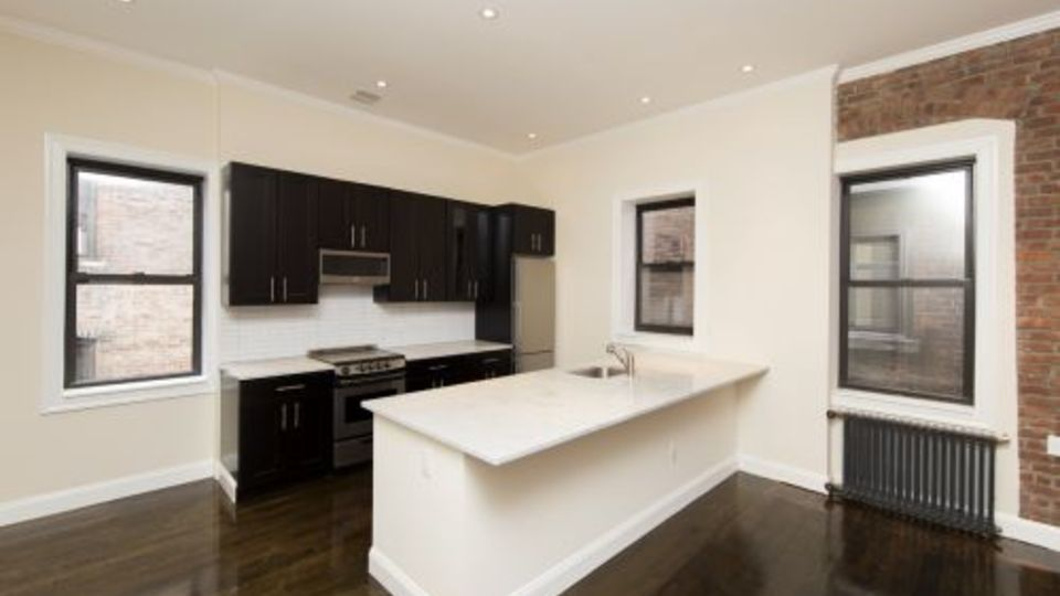 A $6,590.00, 4 bed / 2 bathroom apartment in Upper East Side