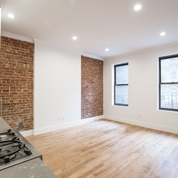 A $5,216.00, 3 bed / 1 bathroom apartment in Gramercy Park