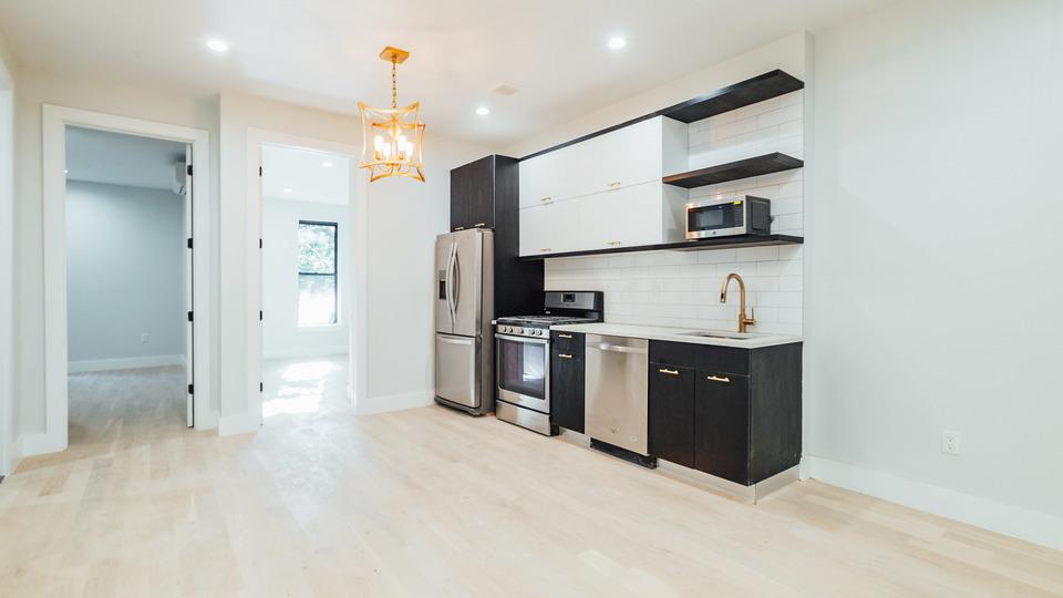 A $5,000.00, 4 bed / 2 bathroom apartment in Clinton Hill