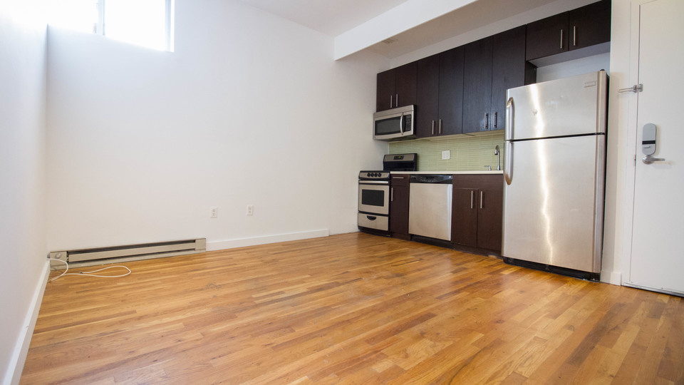 A $2,566.00, 3 bed / 1 bathroom apartment in Bushwick
