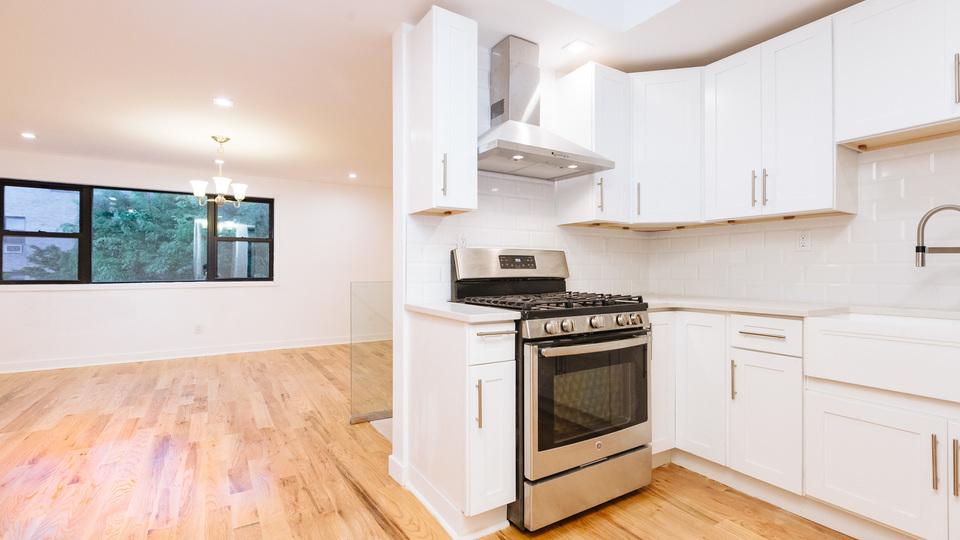 A $3,400.00, 3 bed / 1 bathroom apartment in Bushwick