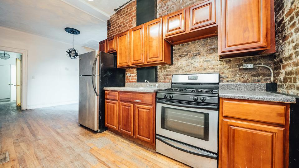 A $2,350.00, 3 bed / 1 bathroom apartment in Bushwick