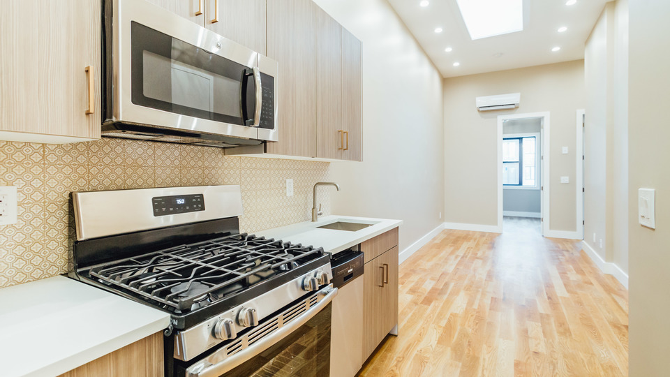 A $2,945.00, 3 bed / 1.5 bathroom apartment in Greenpoint