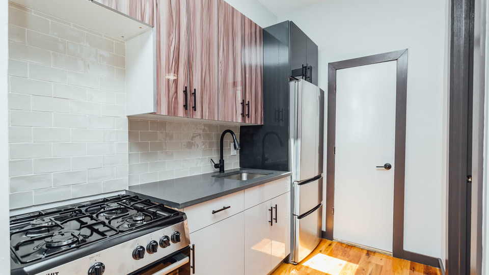 A $2,300.00, 2.5 bed / 1 bathroom apartment in Crown Heights