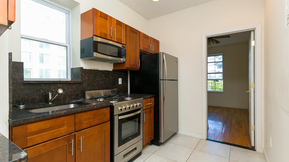 A $3,050.00, 3 bed / 1 bathroom apartment in Crown Heights