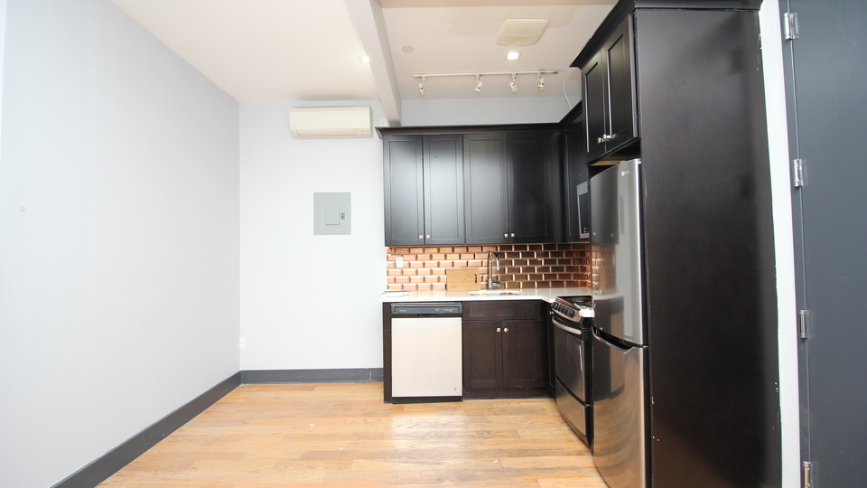 A $2,409.00, 3 bed / 1.5 bathroom apartment in Bed-Stuy