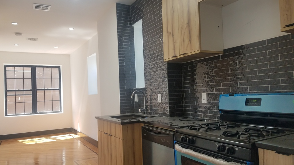 A $2,400.00, 3 bed / 1 bathroom apartment in Ditmas Park