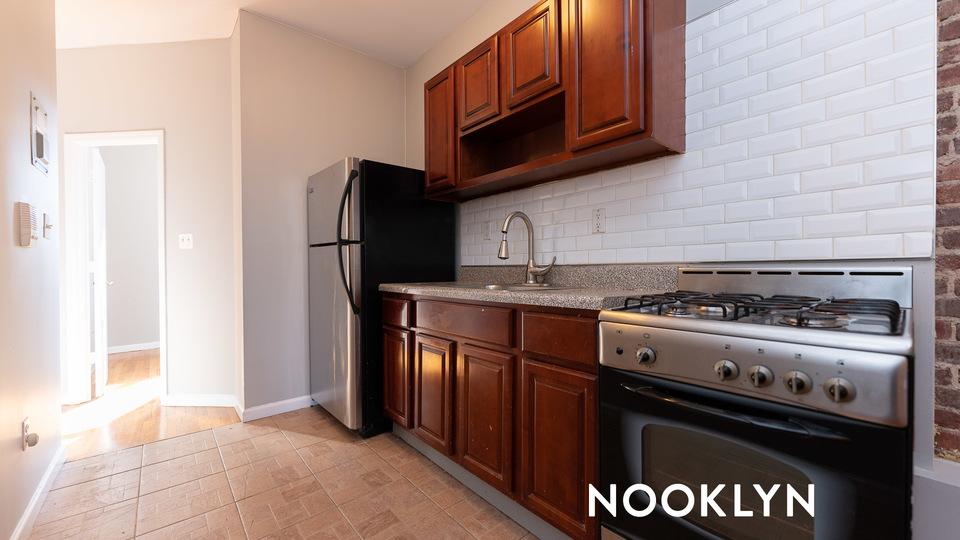 A $2,110.00, 2.5 bed / 1 bathroom apartment in Bushwick