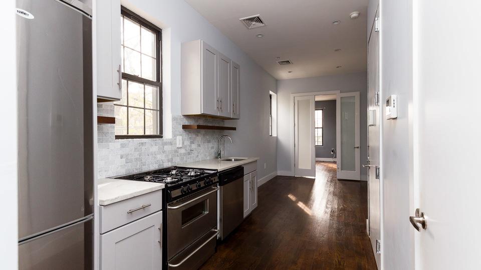 A $2,599.00, 3 bed / 1.5 bathroom apartment in Ridgewood