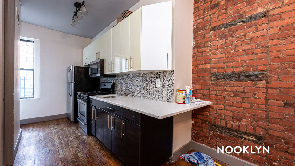 A $2,900.00, 4 bed / 1.5 bathroom apartment in Crown Heights