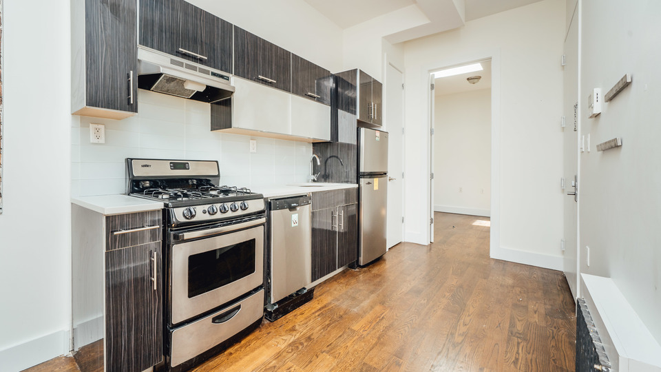 A $2,137.00, 3 bed / 1 bathroom apartment in Bushwick