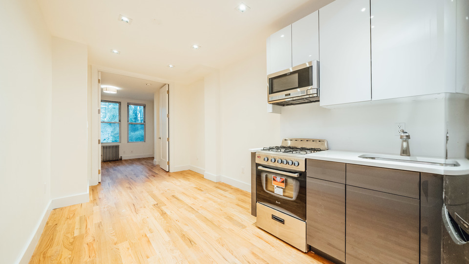 A $2,400.00, 2 bed / 1.5 bathroom apartment in Williamsburg