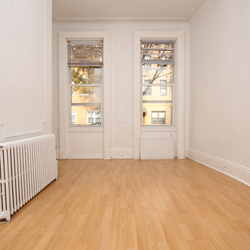 A $1,750.00, 1.5 bed / 1 bathroom apartment in Ridgewood