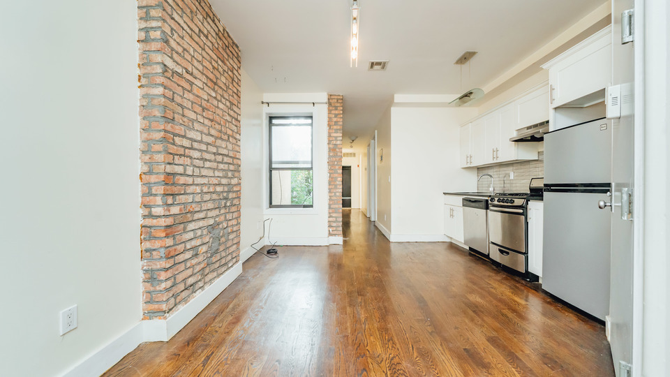 A $2,200.00, 3 bed / 1 bathroom apartment in Bushwick