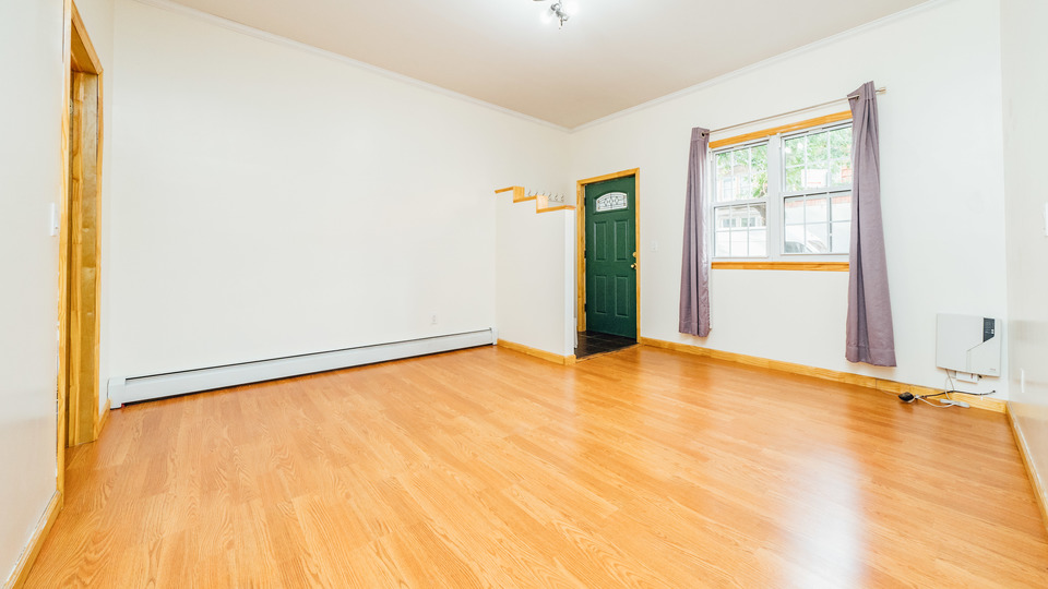 A $2,700.00, 3 bed / 1 bathroom apartment in Williamsburg