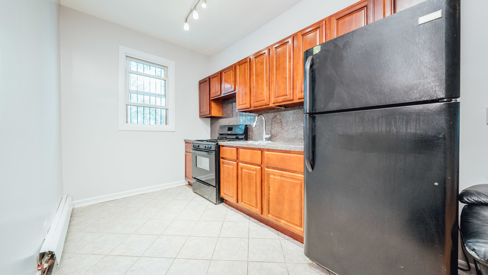 A $2,850.00, 3.5 bed / 1 bathroom apartment in Bed-Stuy