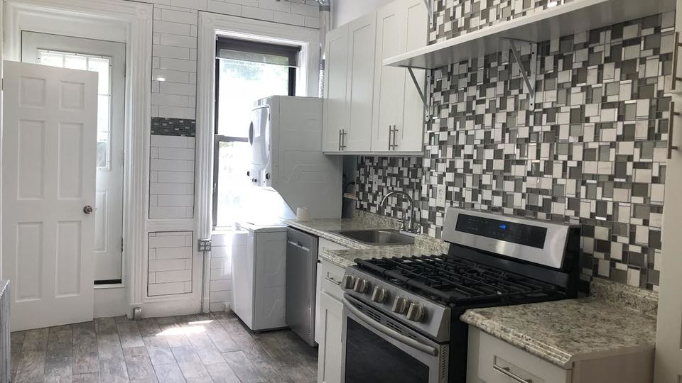 A $2,933.00, 2 bed / 1 bathroom apartment in Greenpoint
