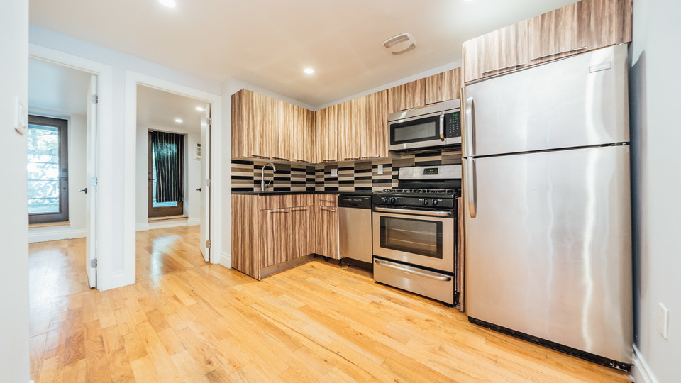 A $3,100.00, 3.5 bed / 1 bathroom apartment in Bed-Stuy