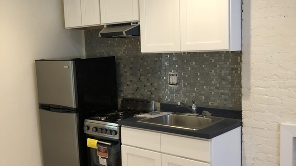 A $2,453.00, 0 bed / 1 bathroom apartment in East Village