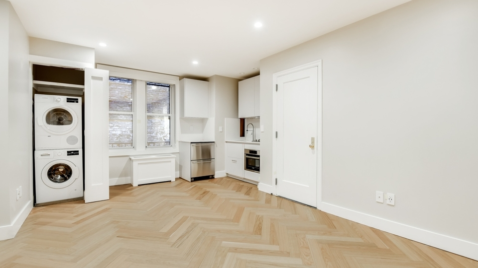 A $3,170.00, 0 bed / 1 bathroom apartment in Chelsea