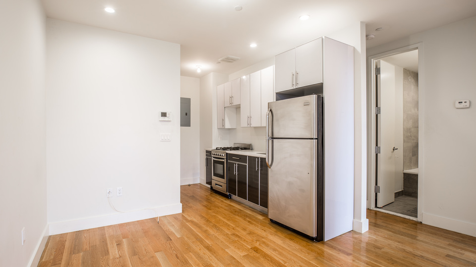 A $2,700.00, 4 bed / 1 bathroom apartment in Bed-Stuy