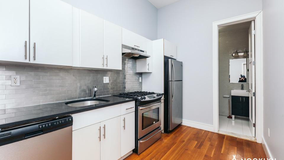 A $2,400.00, 3 bed / 1 bathroom apartment in Bushwick