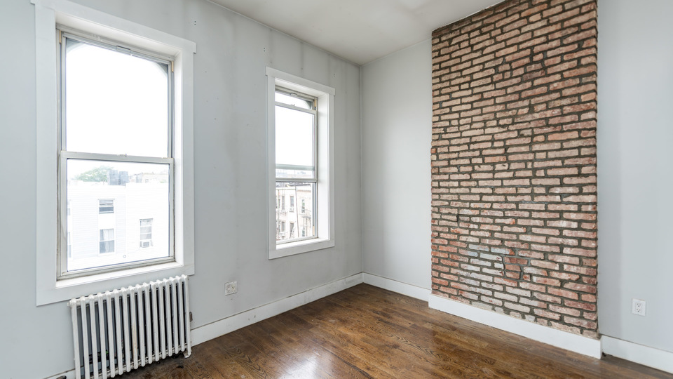 A $2,300.00, 3 bed / 1 bathroom apartment in Bushwick