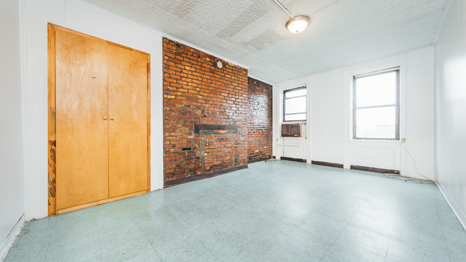A $2,395.00, 0.5 bed / 1 bathroom apartment in Lower East Side