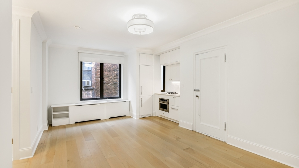 A $3,000.00, 0 bed / 1 bathroom apartment in Chelsea