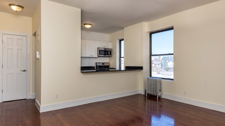 A $3,000.00, 2 bed / 1 bathroom apartment in Bed-Stuy