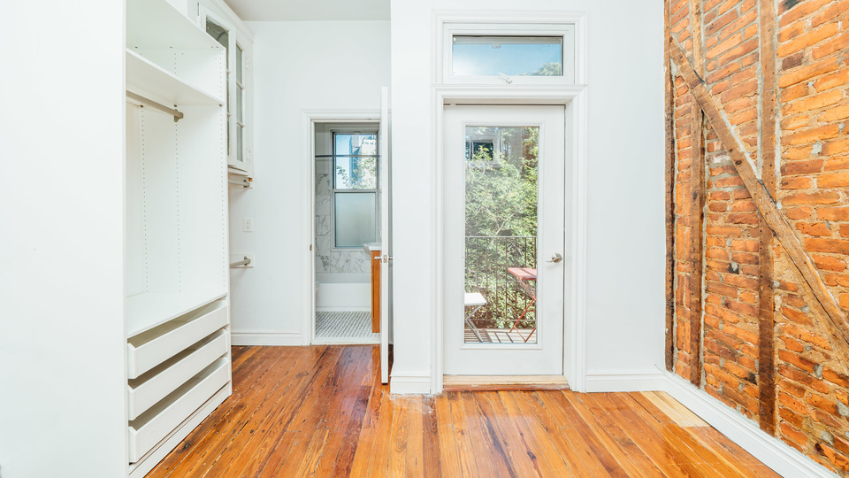 A $3,399.00, 2.5 bed / 2 bathroom apartment in Greenpoint