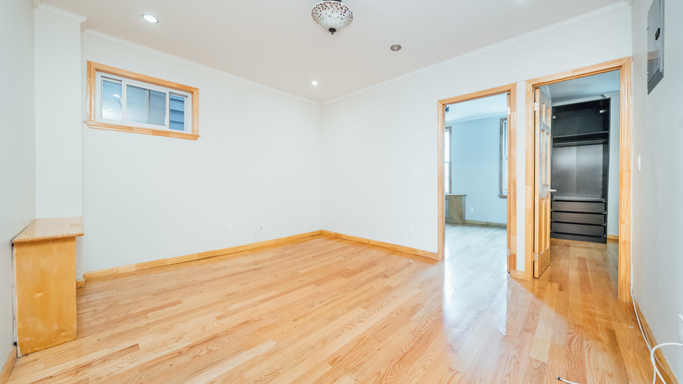 A $2,995.00, 3 bed / 1 bathroom apartment in Williamsburg