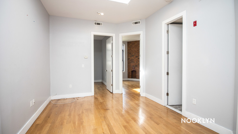 A $2,150.00, 3 bed / 1 bathroom apartment in Bed-Stuy