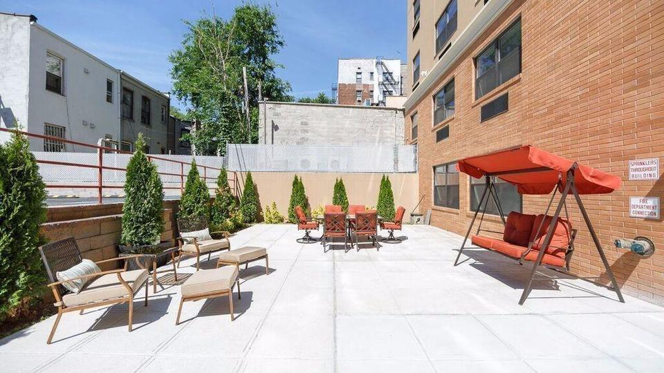 A $2,131.00, 1 bed / 1 bathroom apartment in PLG: Prospect Lefferts Gardens