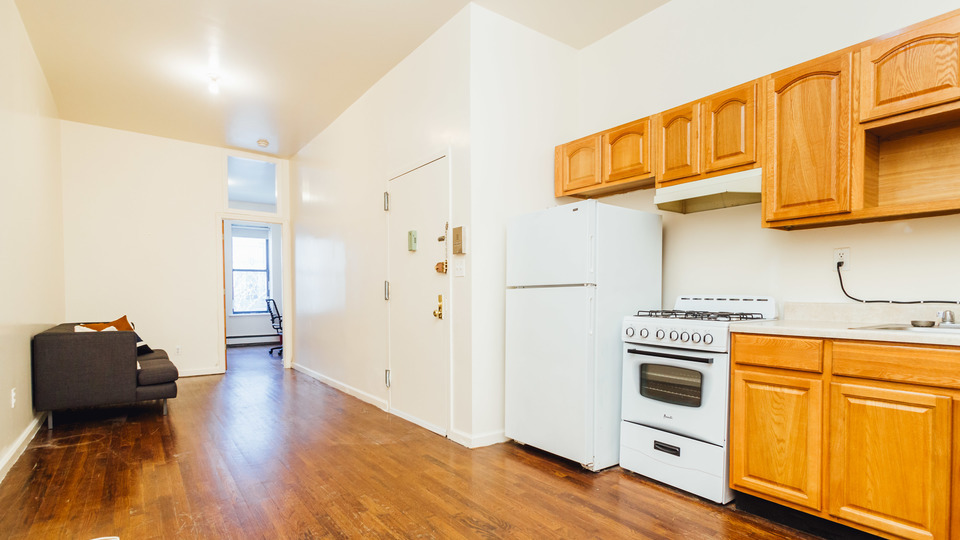 A $2,298.00, 3 bed / 1 bathroom apartment in Bushwick