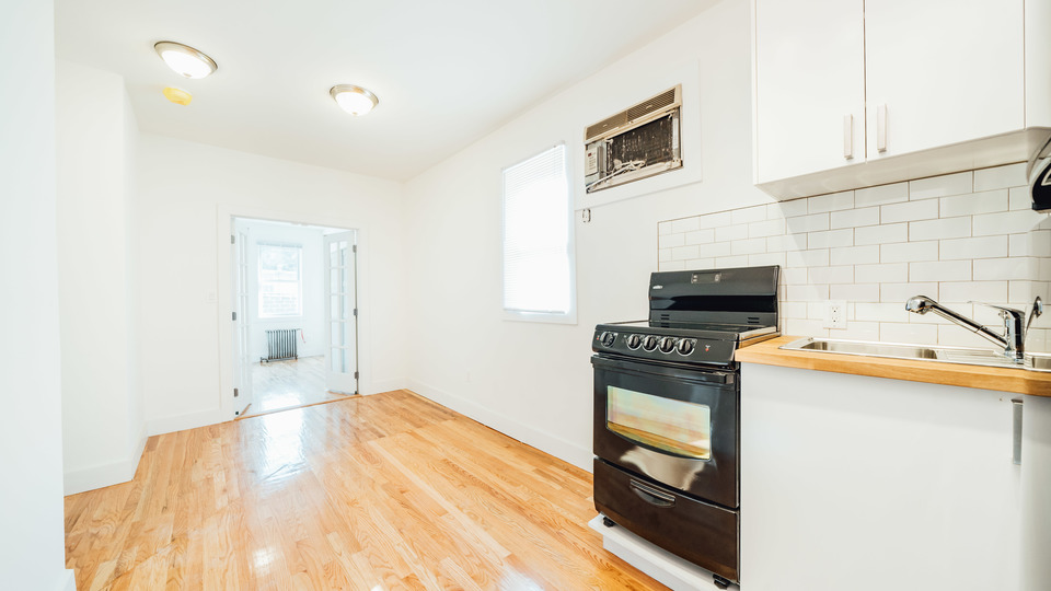 A $3,200.00, 3 bed / 1 bathroom apartment in Greenpoint