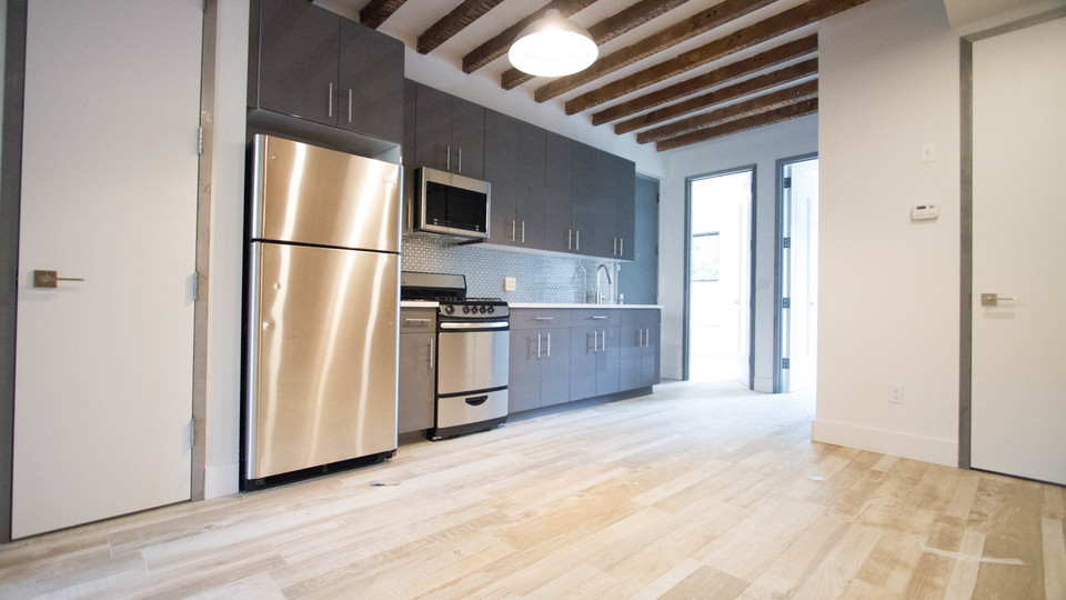 A $4,300.00, 4 bed / 1 bathroom apartment in Williamsburg