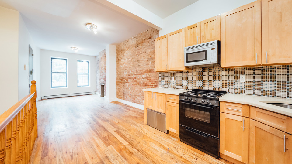 A $2,600.00, 2.5 bed / 1 bathroom apartment in Bed-Stuy