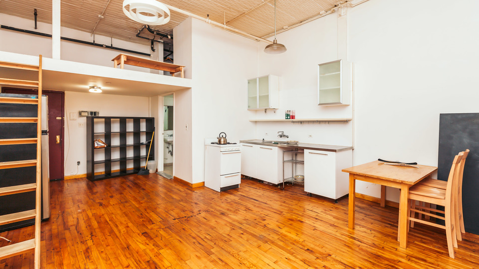 A $2,850.00, 3 bed / 1 bathroom apartment in Bushwick