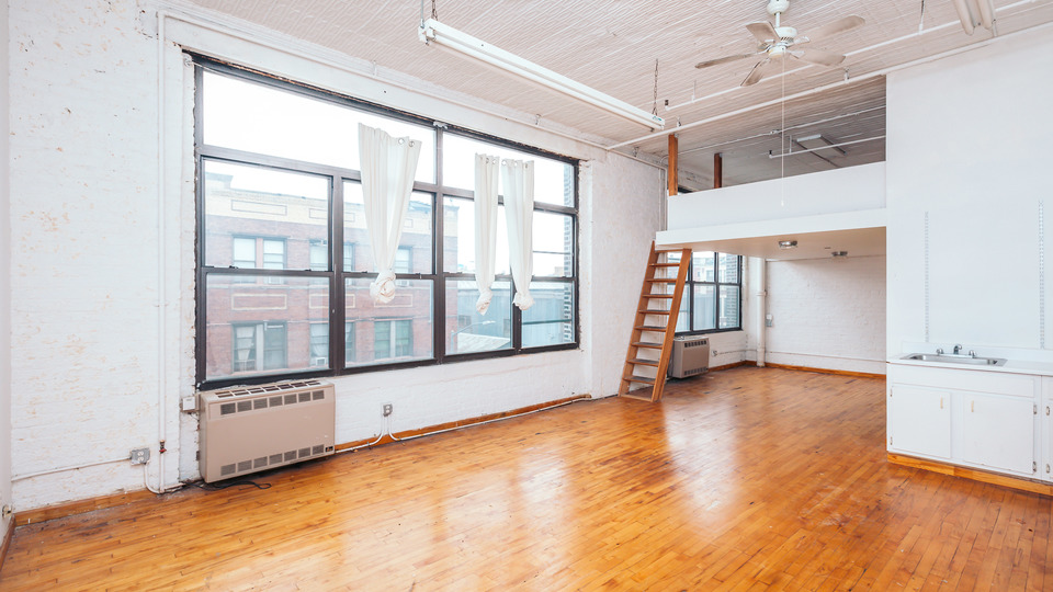 A $3,300.00, 2 bed / 1 bathroom apartment in Bushwick