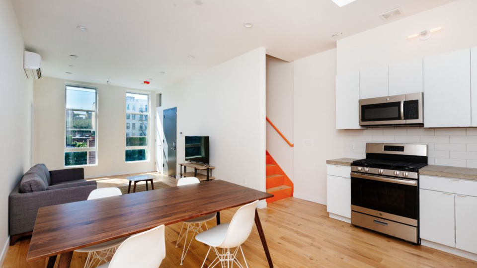 A $5,250.00, 3 bed / 2 bathroom apartment in Williamsburg